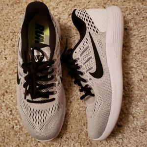 Nike . Lunarglide 8.  Black and white